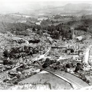 Li14441 Ledbury - Aerial View looking South by Aerofilms 1920.jpg