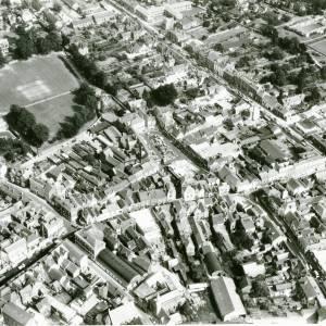 Li15109 Herefordshire - Aerial photo of Leominster 1969 - Thr Grange, Corn Square010.jpg