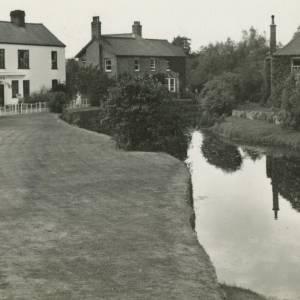 Eardisland, houses by River
