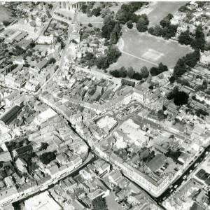 Li15105 Herefordshire - Aerial photo of Leominster 1969 - Priory Church, Grange Court, The Grange, Corn Square.jpg